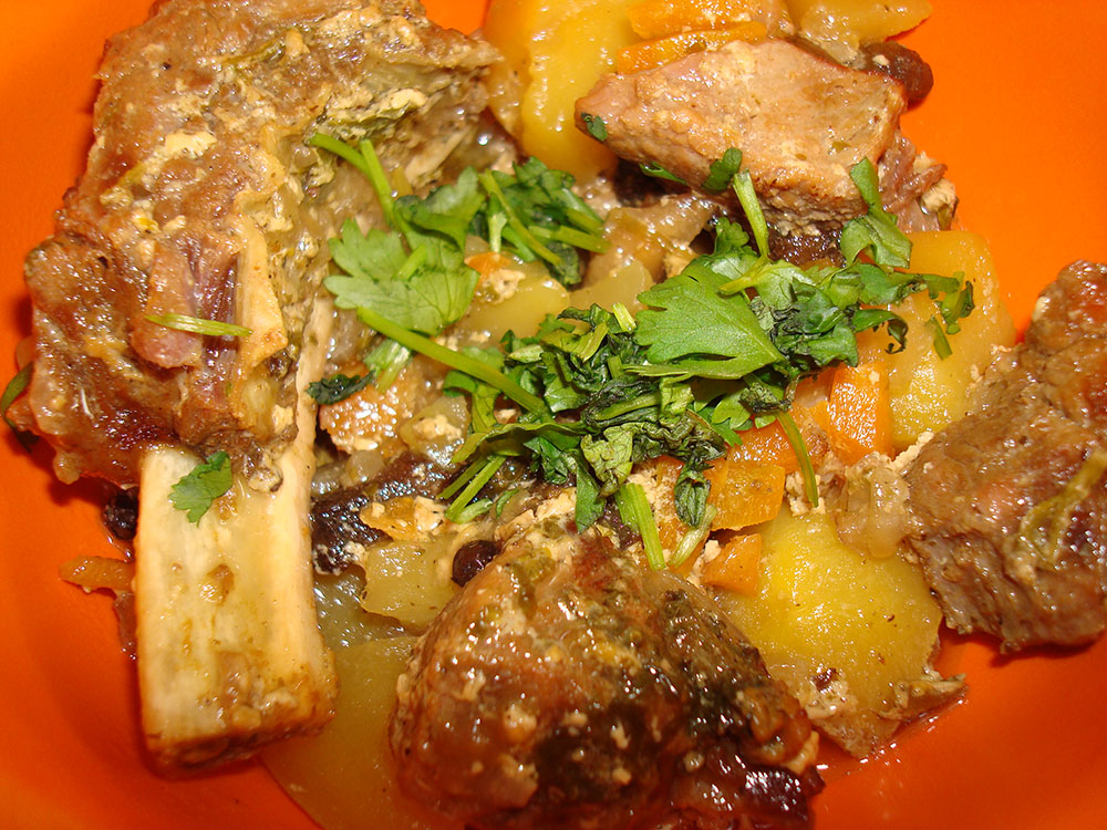 Рецепт Горшок романтики: говядина с тушеными овощами и грибами в горшочке