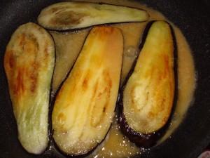 Баклажаны жареные с сыром и свежей зеленью