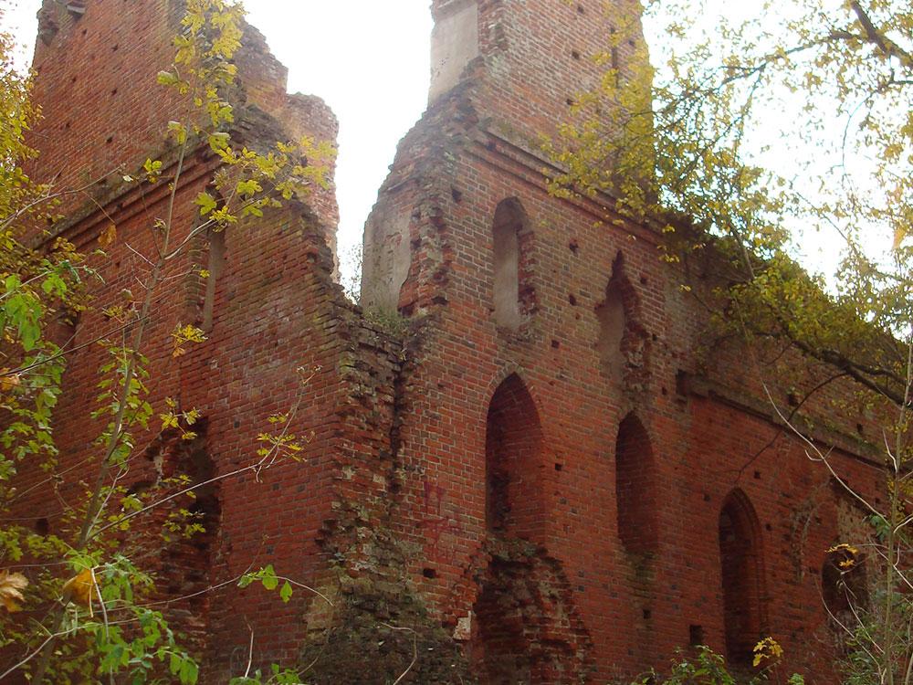 По всей области много древних замков, их постепенно восстанавливают