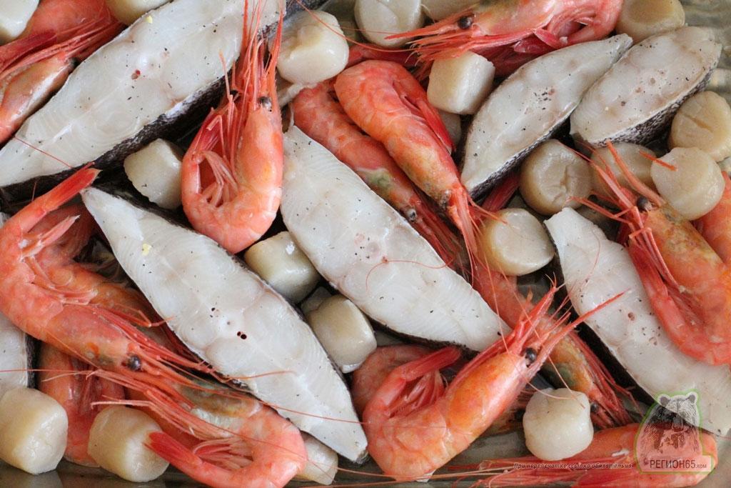 Морепродукты запеченые в соусе